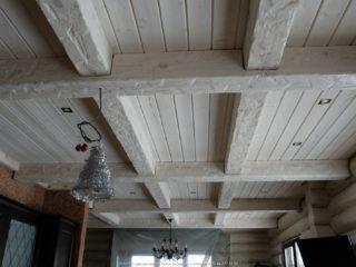 Балки на деревянном потолке