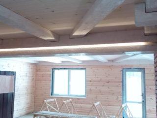 Фальш балки на деревянном потолке