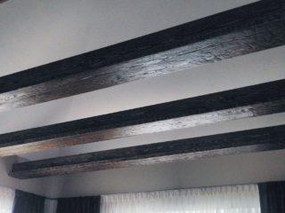 балки в современном интерьере - сложный деревянный профиль