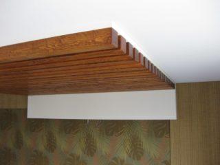 реечные деревянные контрукции потолка