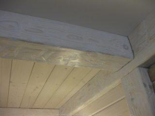 Фальш балки на потолке